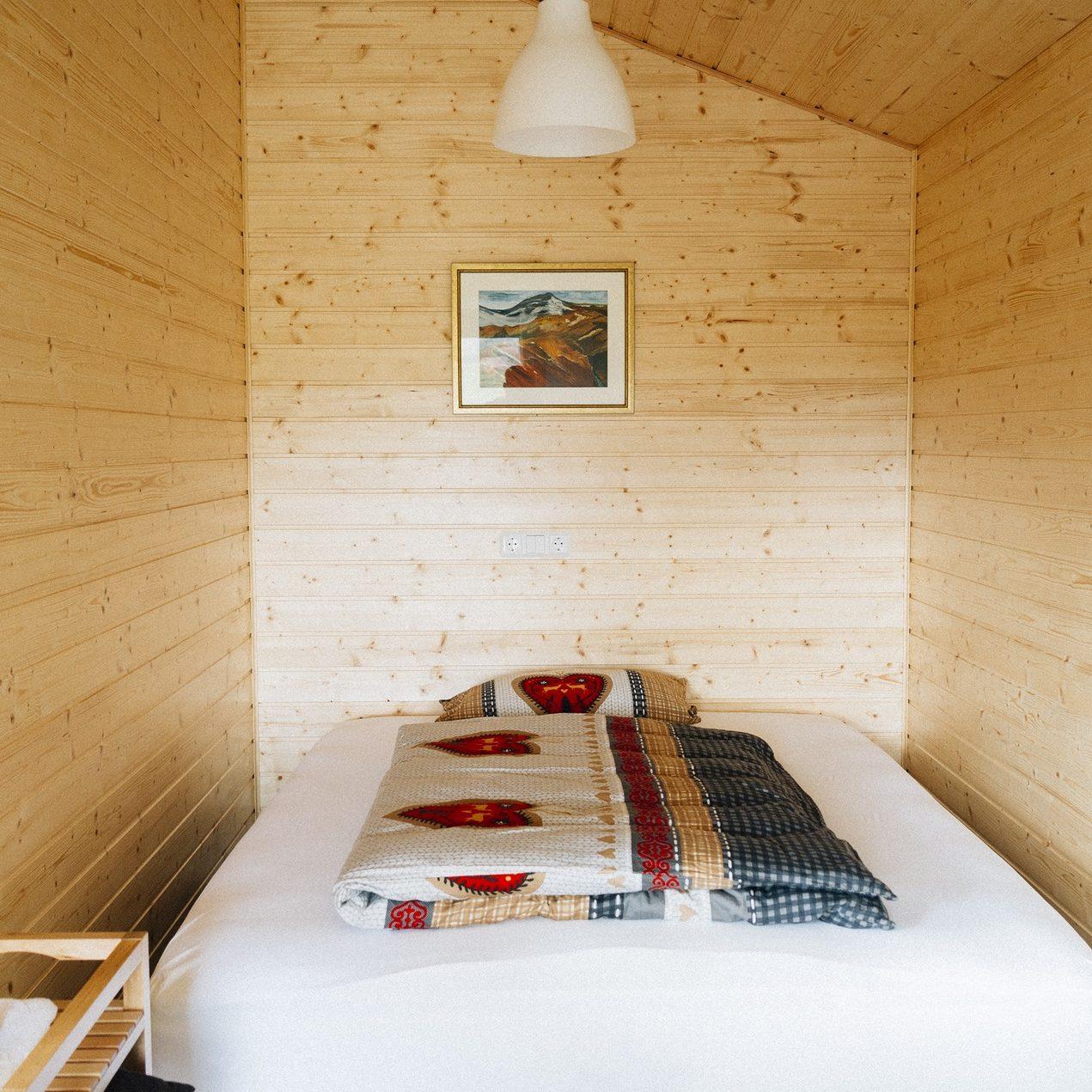 bed-bedroom